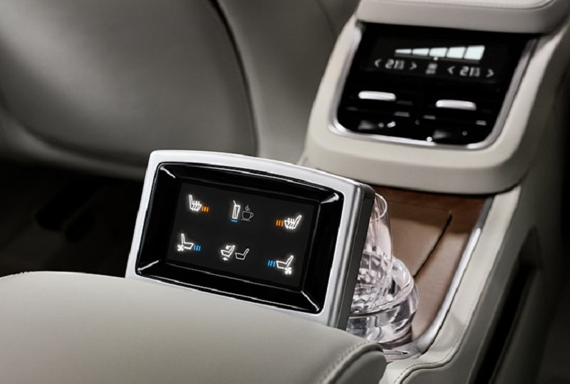 Volvo XC90 T8 Hybrid Entertainment System
