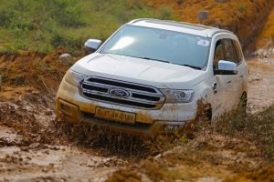 Ford Endeavour off road Review