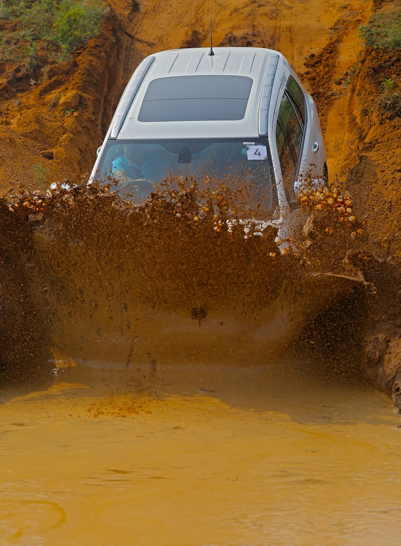 Ford Endeavour off road Review 5