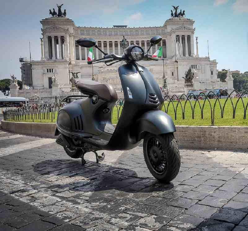 Vespa 946 Emporio Armani Edition