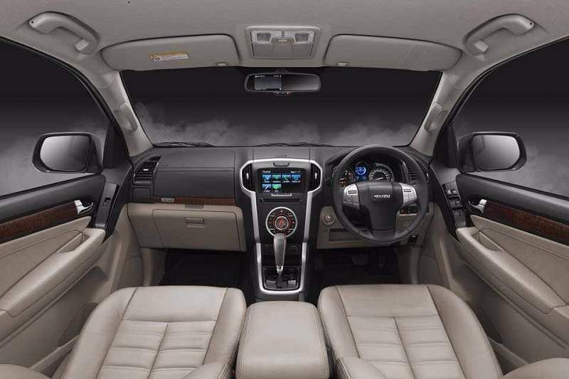 2017 Isuzu MUX India interior