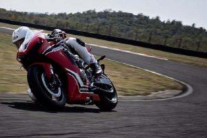 2017 Honda CBR1000RR Fireblade India in action