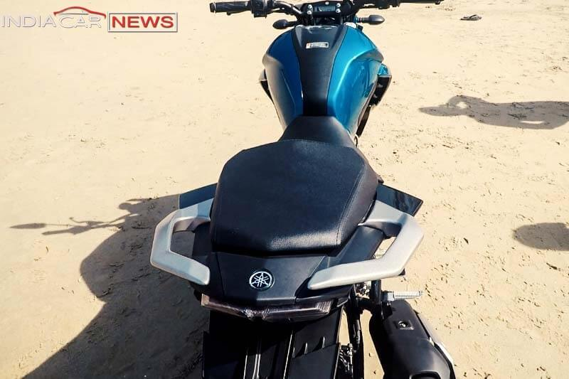 Yamaha FZ25 Review Seats