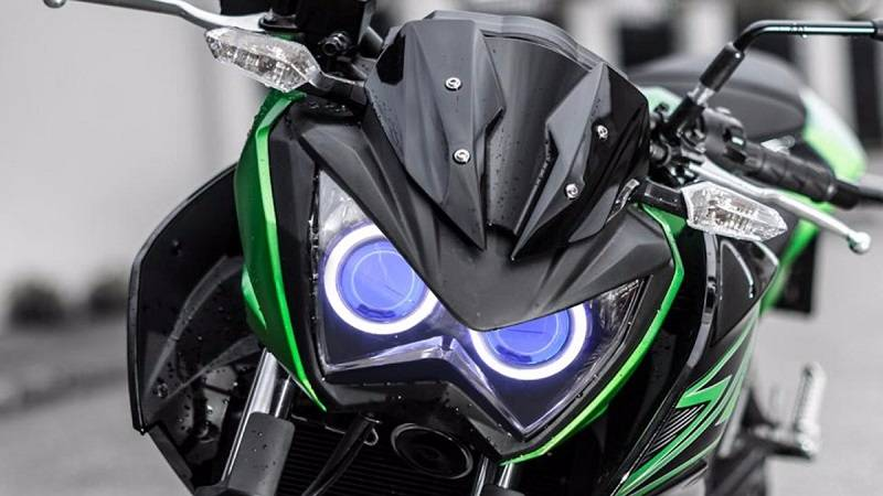 2017 Kawasaki Z250 India headlamps