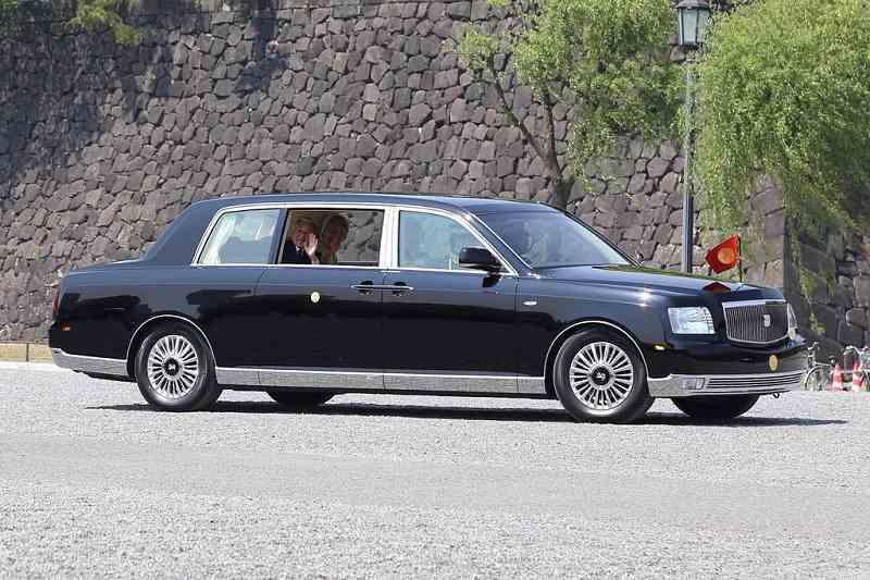 Akihito Toyota Century Royal