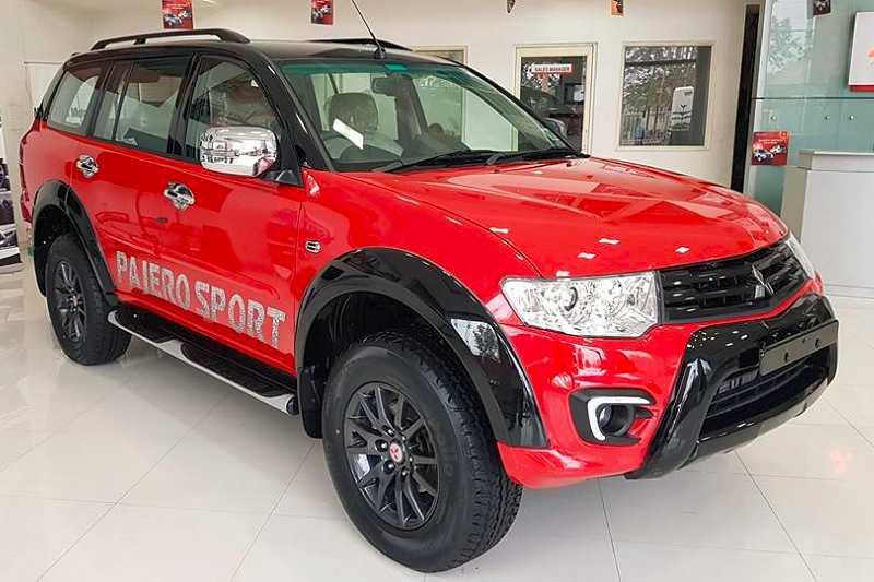 Mitsubishi Pajero Sport Select Plus front