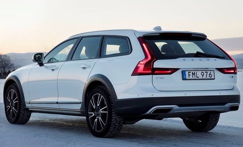 2017 Volvo V90 Cross Country India rear