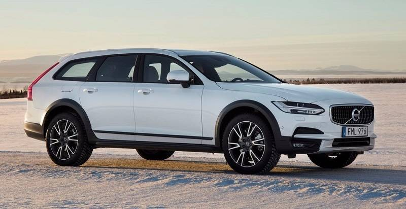 2017 Volvo V90 Cross Country India side profile