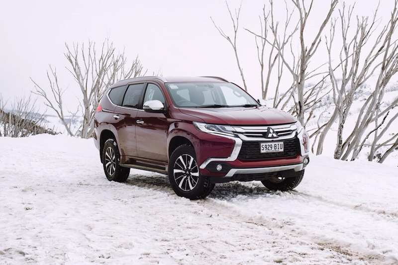2018 mitsubishi pajero sport review. simple mitsubishi mitsubishi pajero sport 2018 front three quarter throughout mitsubishi pajero sport review