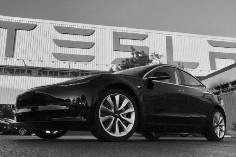 Tesla Model 3 India in black