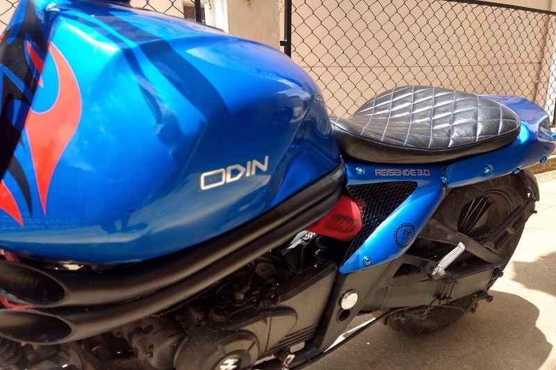 Modified Bajaj Avenger 220 fuel tank & seat