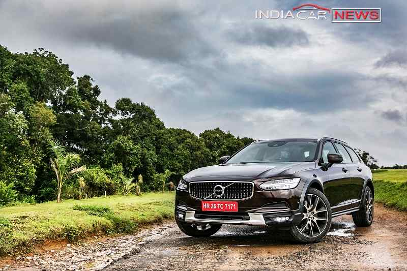 Volvo V90 Cross Country Front shot 2