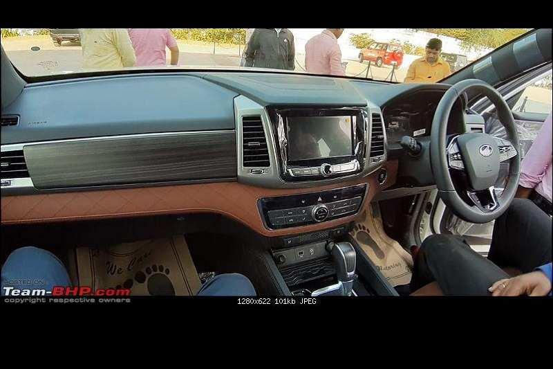 Mahindra Alturas G4 interior