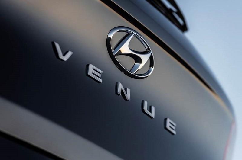 hyundai venue suv segment leading features  engine details
