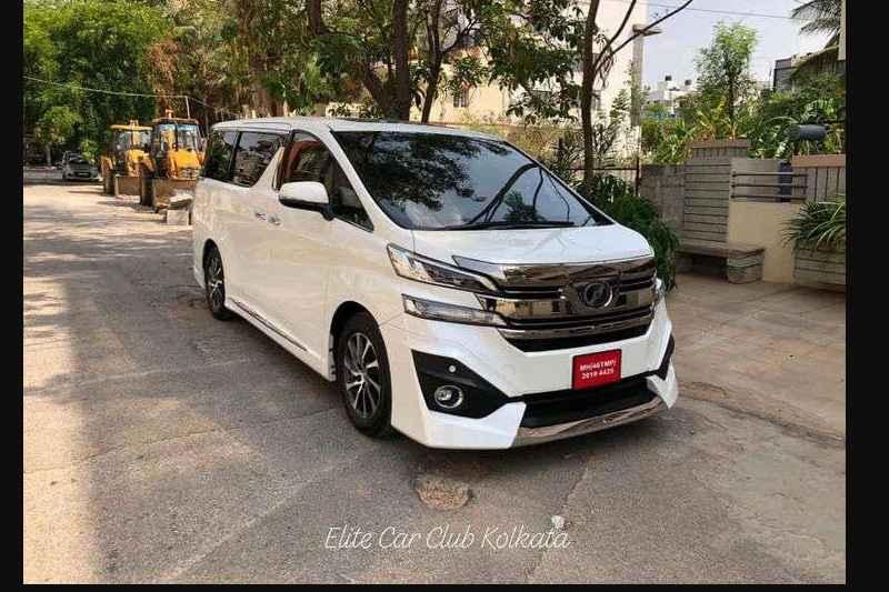 Toyota Vellfire Spied India