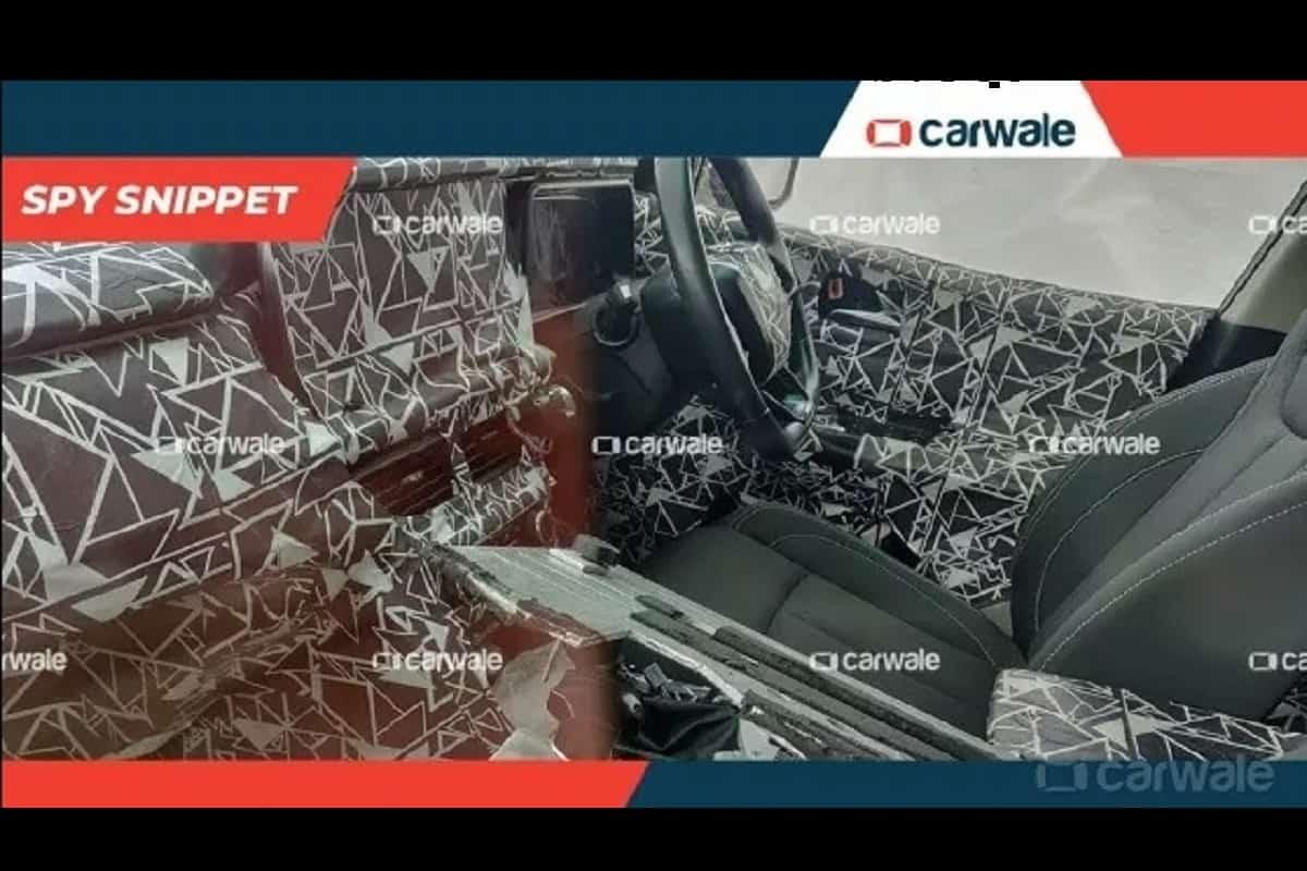 2020 Mahindra XUV500 front seat