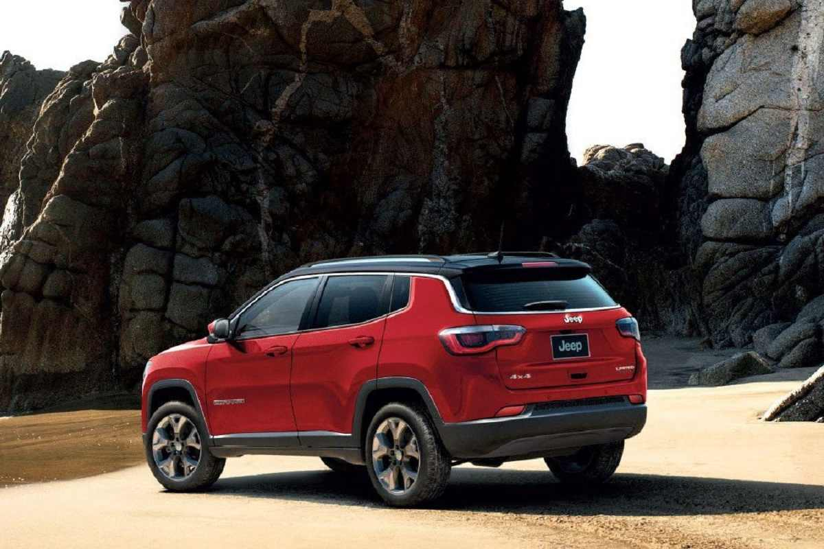 Over Rs 2 Lakh Discounts On Jeep Compass; Trailhawk Gets Off For The First Time