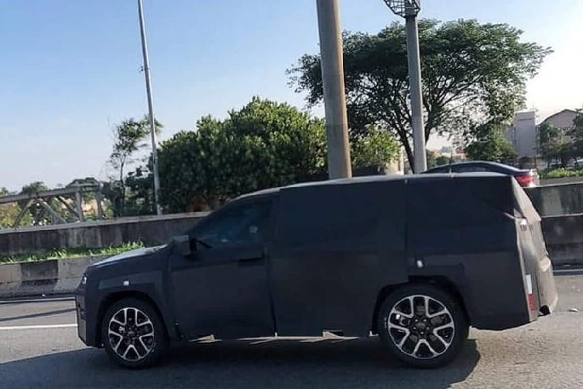 Jeep 7 seater SUV spied