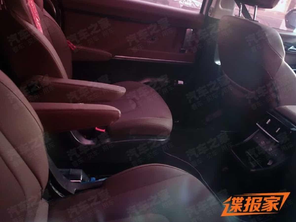 New Hyundai MPV Interior spied