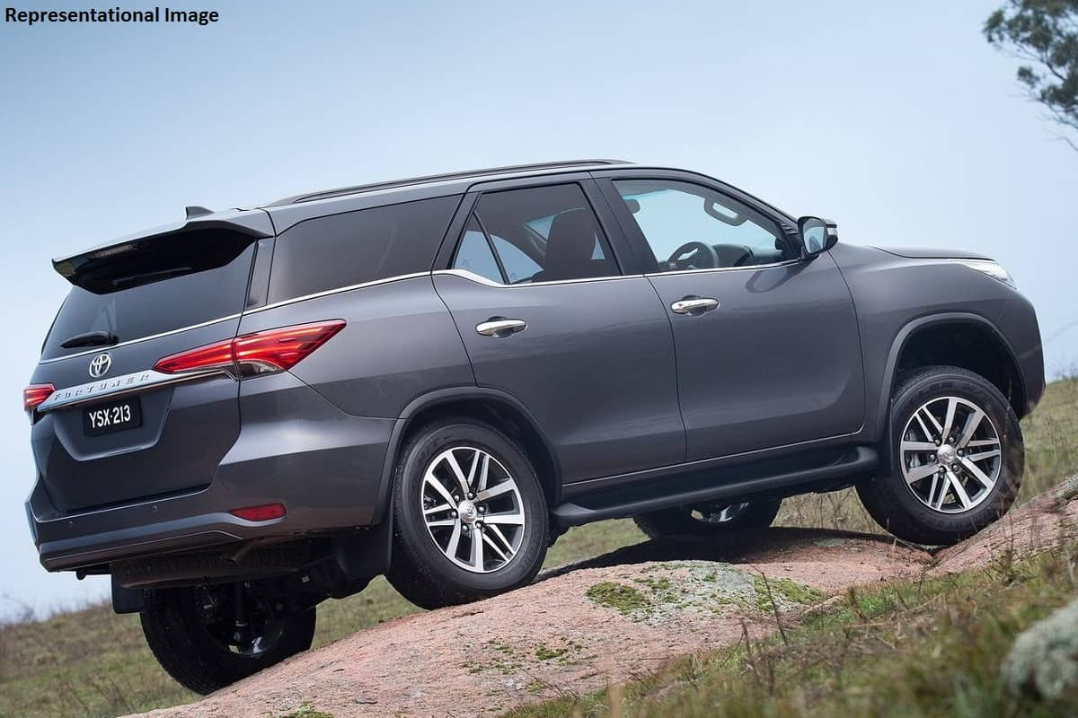 2020 Toyota Fortuner Facelift Launch Date_1