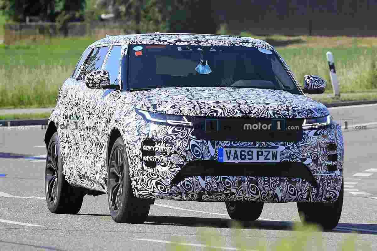 7-Seater Range Rover Evoque Spied