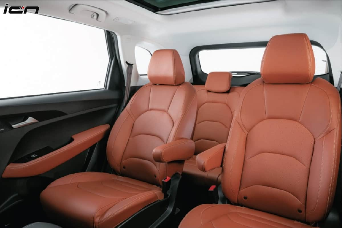 MG Hector Plus Captain Seats